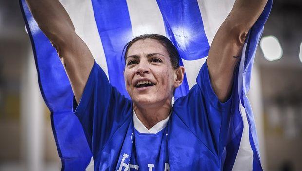 Η συγκλονιστική φωτογραφία της Μάλτση με την ελληνική σημαία