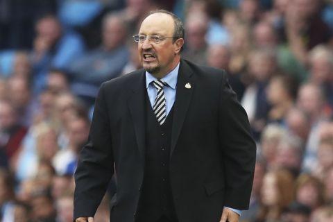 Ο Ράφα Μπενίτεθ στην αναμέτρηση της Νιούκαστλ και τη Μάντσεστερ Σίτι για την Premier League.