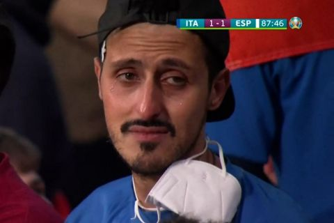 Euro 2020, Ιταλία - Ισπανία: Ο Ιταλός οπαδός δάκρυσε στο 1-1 του Μοράτα, αλλά στο τέλος θα ήταν σίγουρα χαμογελαστός