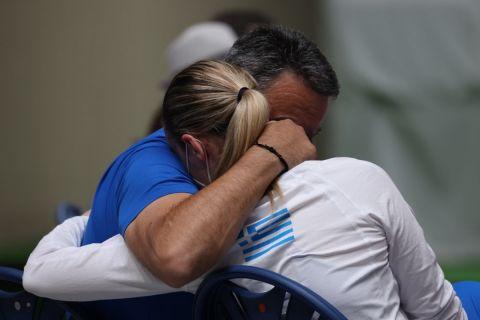 Η αγκαλιά της Άννα Κορακάκη και του Τάσου Κορακάκη