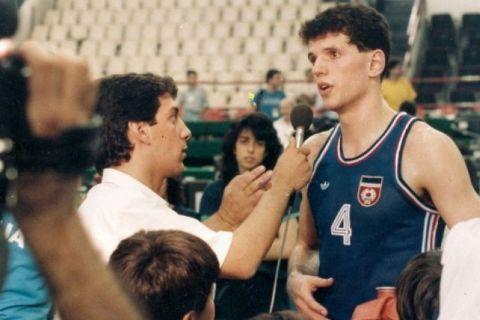 Ο Ντράζεν Πέτροβιτς συνομιλεί με τον Βασίλη Σκουντή