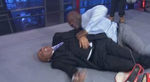 Γέλιο: Ο Σακίλ το γύρισε στο WWE με τον Μπάρκλεϊ!