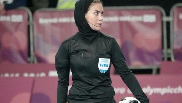 Τζέλαρεχ Ναζέμι: Η πρώτη γυναίκα διαιτητής με μπούργκα, από το Ιράν με σήμα FIFA! (photo)