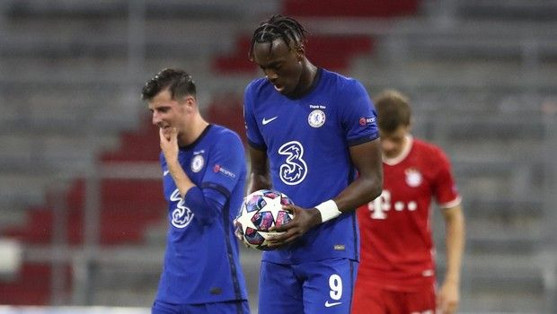 Chelsea's Tammy Abraham carries the ball after scoring his team's first goal during the Champions League round of 16 second leg soccer match between Bayern Munich and Chelsea at Allianz Arena in Munich, Germany, Saturday, Aug. 8, 2020. (AP Photo/Matthias Schrader)