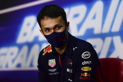 Ο Αλεξάντερ Άλμπον με τα χρώματα της Red Bull Racing