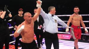 """Μιχάλης Ζαμπίδης: Τεράστια νίκη με ένα χέρι για τον """"Iron Mike"""""""