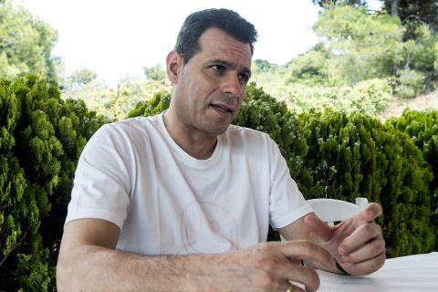 Ο Δημήτρης Ιτούδης στη φωτογράφιση για τη συνέντευξή του στο SPORT24
