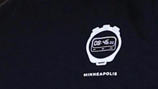 """ΛεΜπρόν: Τίμησε τον Τζορτζ Φλόιντ με μπλούζα που είχε ένα ρολόι που έγραφε """"8:46"""""""
