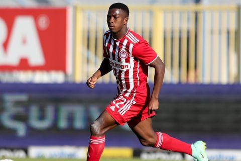 Ο Αγκιμπού Καμαρά στην αναμέτρηση του Ολυμπιακού με τον Αστέρα στην Τρίπολη για την 4η αγωνιστική της Super League Interwetten.