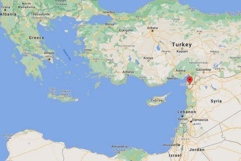 Με κόκκινο δείκτη η περιοχή της Χατάι, στα σύνορα της Τουρκίας με τη Συρία
