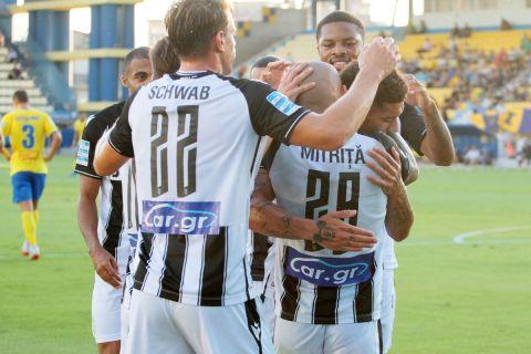 Οι παίκτες του ΠΑΟΚ πανηγυρίζουν γκολ κόντρα τον Παναιτωλικό για τη Super League Interwetten
