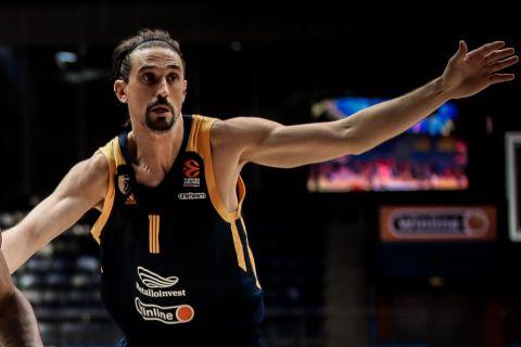Ο Αλέξι Σβεντ, σε φάση από αγώνα της Χίμκι στη EuroLeague της σεζόν 2020/21