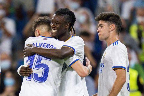 Ο Εντουάρντο Καμαβινγκά πανηγυρίζει το πρώτο του γκολ με τη φανέλα της Ρεάλ, σε ματς κόντρα στην Θέλτα για την La Liga | 12 Σεπτεμβρίου 2021