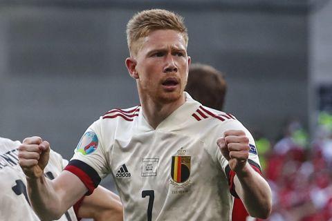 Ο Κέβιν Ντε Μπράινε πανηγυρίζει το γκολ του στο Δανία - Βέλγιο για το Euro 2020.