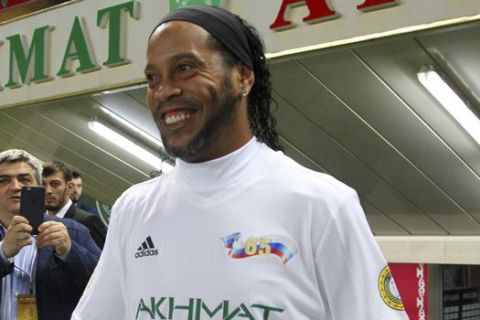 Brazilian soccer star and former FC Barcelona player Ronaldinho, prepares to play in the Chechnya's regional leader Ramzan Kadyrov's team against the Italian former players team in Grozny, Russia, Saturday, Oct. 7, 2017. The Chechen leader, who is fond of sports, particularly soccer and martial arts, enjoys bringing foreign sports stars and other celebrities to Grozny. (AP Photo/Musa Sadulayev)