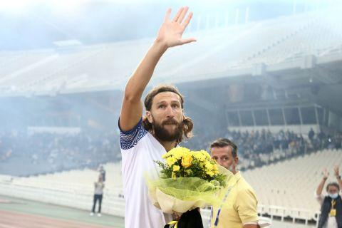 Οι οπαδοί της ΑΕΚ τίμησαν τον Τσιγκρίνσκι πριν από την αναμέτρηση με τον Ιωνικό στην 1η αγωνιστική της Super League
