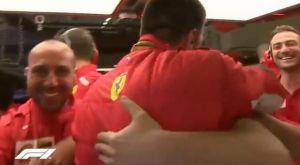 F1: Οι έξαλλοι πανηγυρισμοί και η ξεχωριστή κίνηση του Λεκλέρκ για τον Φέτελ