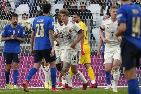 Ο Σαρλ Ντε Κετελάρε πανηγυρίζει το πρώτο του γκολ με τη φανέλα της εθνικής Βελγίου, στον μικρό τελικό του Nations League απέναντι στην Ιταλία   10 Οκτωβρίου 2021