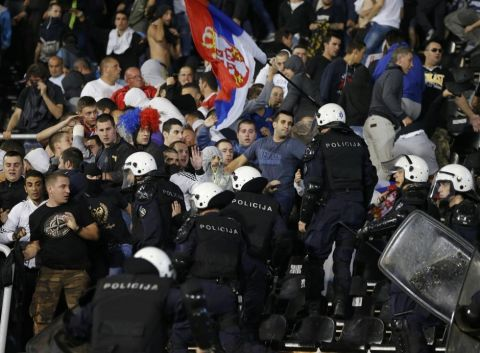 Riot police clashes with fans during the Euro 2016 Group I qualifying soccer match between Serbia and Albania at the FK Partizan stadium in Belgrade October 14, 2014.        REUTERS/Marko Djurica (SERBIA  - Tags: SPORT SOCCER)   ORG XMIT: MDJ101