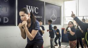 Η Adriana Lima κάνει προπονήσεις πυγμαχίας για φιλανθρωπικό σκοπό