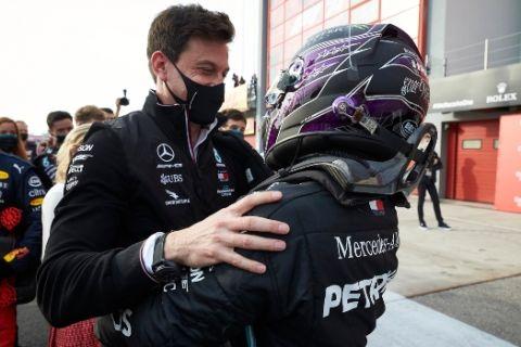 """Formula 1: Η Mercedes θέλει """"πολυετές"""" νέο συμβόλαιο με τον Χάμιλτον"""