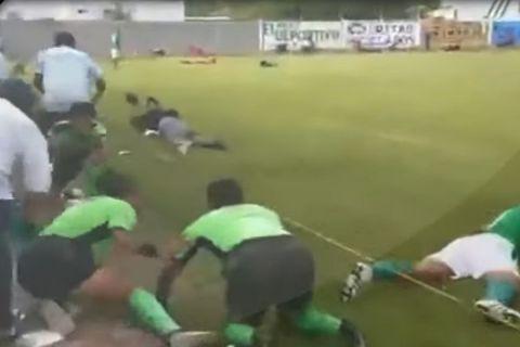 Παίκτες και διαιτητές στο έδαφος υπό τον φόβο πυροβολισμών
