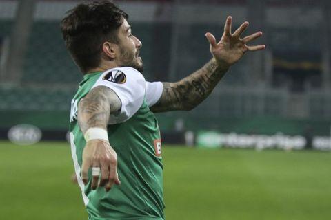 Ο Ταξιάρχης Φούντας πανηγυρίζει γκολ του στον αγώνα της Ραπίντ Βιέννης κόντρα στην Άρσεναλ  για το Europa League.