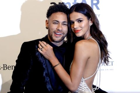 Brazilian soccer player Neymar and his girlfriend Bruna Marquesine pose on the red carpet of The Foundation for AIDS Research (amfAR) event in Sao Paulo, Brazil, Friday, April 13, 2018. (AP Photo/Andre Penner)