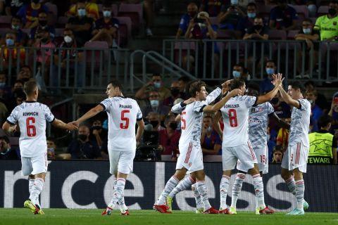 Οι παίκτες της Μπάγερν πανηγυρίζουν το γκολ κόντρα στην Μπαρτσελόνα