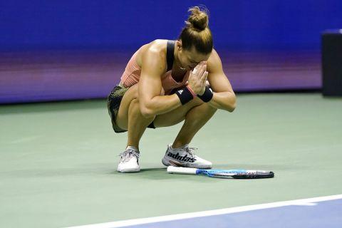 Η Μαρία Σάκκαρη πανηγυρίζει την πρόκρισή της στα ημιτελικά του US Open μετά το παιχνίδι με την Πλίσκοβα