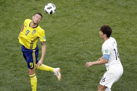 Sweden's Marcus Berg, right, head the ball as South Korea's Ki Sung-yueng looks at him during the group F match between Sweden and South Korea at the 2018 soccer World Cup in the Nizhny Novgorod stadium in Nizhny Novgorod, Russia, Monday, June 18, 2018. (AP Photo/Michael Sohn)