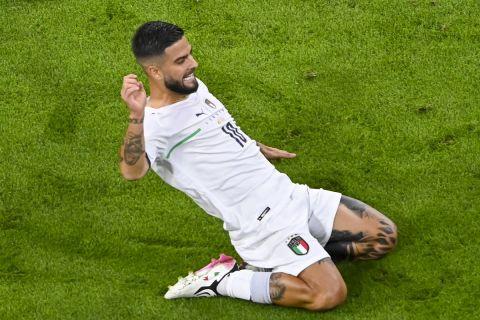 """Ο Λορέντζο Ινσίνιε της Ιταλίας πανηγυρίζει γκολ που σημείωσε κόντρα στο Βέλγιο για τα προημιτελικά του Euro 2020 στην """"Άλιαντς Αρένα"""", Μόναχο   Παρασκευή 2 Ιουνίου 2021"""