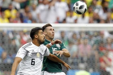 Germany's Sami Khedira, left, fights for the ball with Mexico's Hector Herrera during the group F match between Germany and Mexico at the 2018 soccer World Cup in the Luzhniki Stadium in Moscow, Russia, Sunday, June 17, 2018. (AP Photo/Victor R. Caivano)