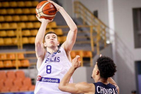 Ο Νίκος Ρογκαβόπουλος με την φανέλα της Εθνικής Νέων