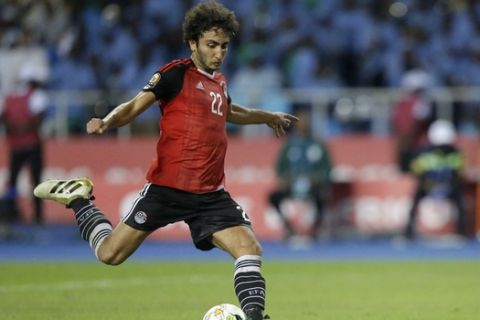 Egypt's Amr Warda scores his penalty during a penalty shoot out at the end of the African Cup of Nations semifinal soccer match between Burkina Faso and Egypt at the Stade de l'Amitie, in Libreville, Gabon, Wednesday, Feb. 1, 2017. Egypt defeated Burkins Faso 4-3 in a penalty shoot out after the game ended tied 1-1. (AP Photo/Sunday Alamba)