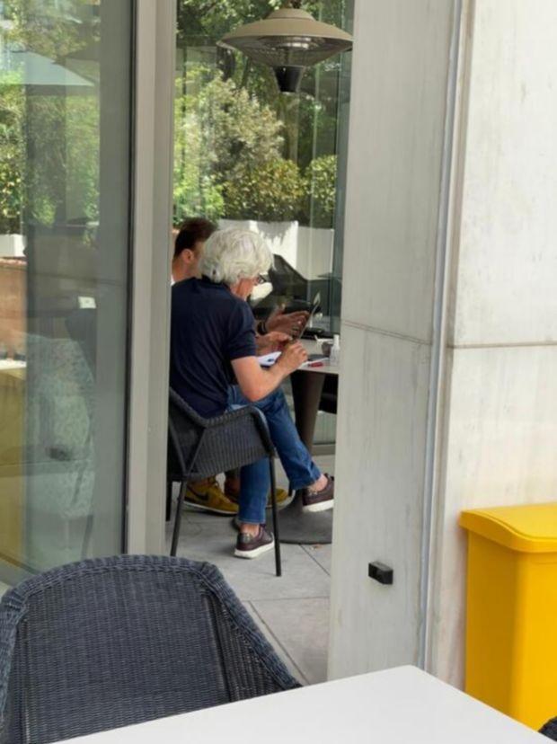 Οι Ιβάν Γιοβάνοβιτς και Χρήστος Κόντης στο ξενοδοχείο Χίλτον λίγο πριν ανακοινωθεί από τον Παναθηναϊκό ο Σέρβος τεχνικός (26 Μαΐου 2021)