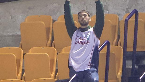 Οπαδός του Ολυμπιακού πήγε στο... σπίτι του τον οπαδό της Μπασκόνια
