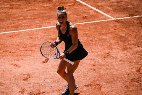 Η Μαρία Σάκκαρη πανηγυρίζει ένα πόντο της επί της Σβιόντεκ στο Roland Garros   9 Ιουνίου 2021
