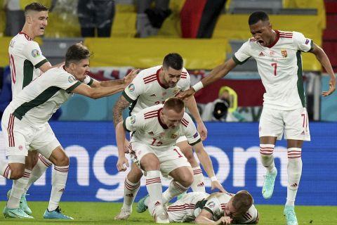 Οι Ούγγροι πανηγύρισαν το δεύτερο γκολ που σημείωσαν κόντρα στους Γερμανούς