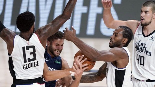 Dallas Mavericks' Maxi Kleber (42) reaches for loose ball with Los Angeles Clippers' Kawhi Leonard (2) as Paul George (13) and Ivica Zubac (40) defend during the first half of an NBA basketball first round playoff game Sunday, Aug. 23, 2020, in Lake Buena Vista, Fla. (AP Photo/Ashley Landis, Pool)