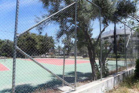 Τα γήπεδα τένις στον περιβάλλοντα χώρο του ΣΕΦ