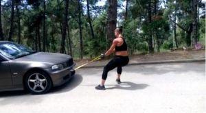 Ελληνίδα kickboxer σέρνει αυτοκίνητο 1400 κιλών!