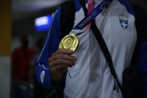 Μίλτος Τεντόγλου: Έφτασε στην Αθήνα ο χρυσός Ολυμπιονίκης του μήκους