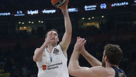 Real Madrid's Fabien Causeur tries to score as Fenerbahce's Nicolo Melli tries to block him during their Final Four Euroleague final basketball match between Real Madrid and Fenerbahce in Belgrade, Serbia, Sunday, May 20, 2018. (AP Photo/Darko Vojinovic)