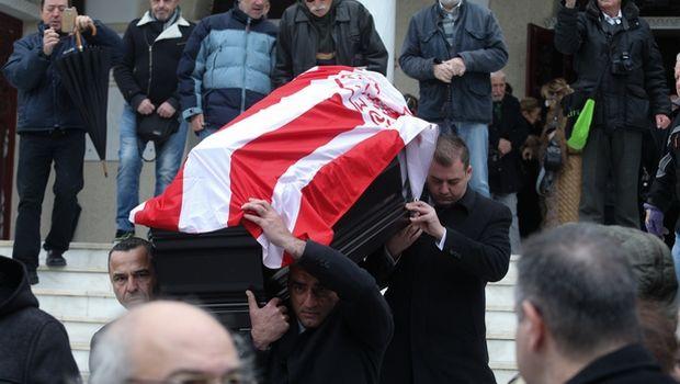 Το τελευταίο αντίο στον Ηλία Ρωσσίδη με σημαία Ολυμπιακού