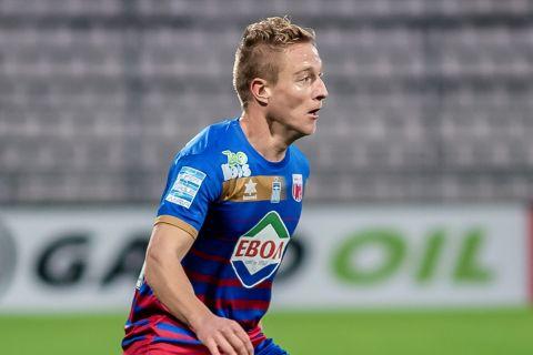 Ο Ντεντάκης στην αναμέτρηση του Βόλου με τον Ατρόμητο για τη Super League Interwetten.