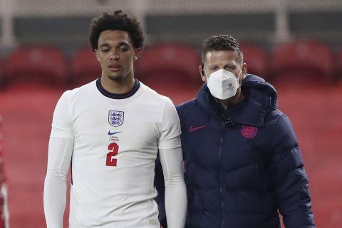 Ο Αλεξάντερ Άρνολντ αποχωρεί τραυματίας από το φιλικό της Εθνικής Αγγλίας με την Αυστρία /2-6-2021