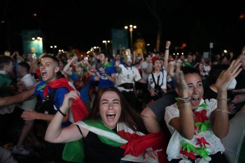 Φίλαθλοι της Ιταλίας πανηγυρίζουν στη Ρώμη την κατάκτηση του Euro 2020   Κυριακή 11 Ιουνίου 2021