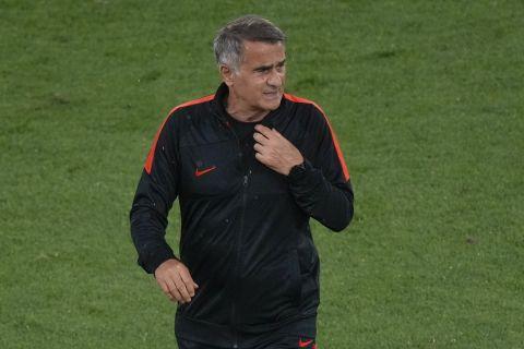 Ο Σενόλ Γκιουνές στο Ολίμπικο στην προπόνηση της Τουρκίας πριν απ' τον αγώνα με την Ιταλία για το Euro 2020.