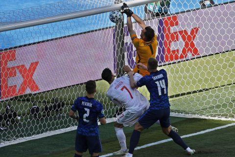 Ο Μάρτιν Ντουμπράβκα στέλνει την μπάλα στα δίχτυα της ομάδας του